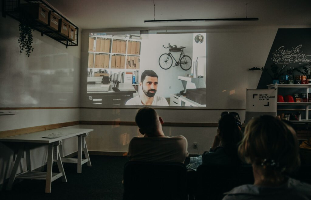 Фото студентів Центру Візуальної Освіти з лекції по фотографії у Луцьку.