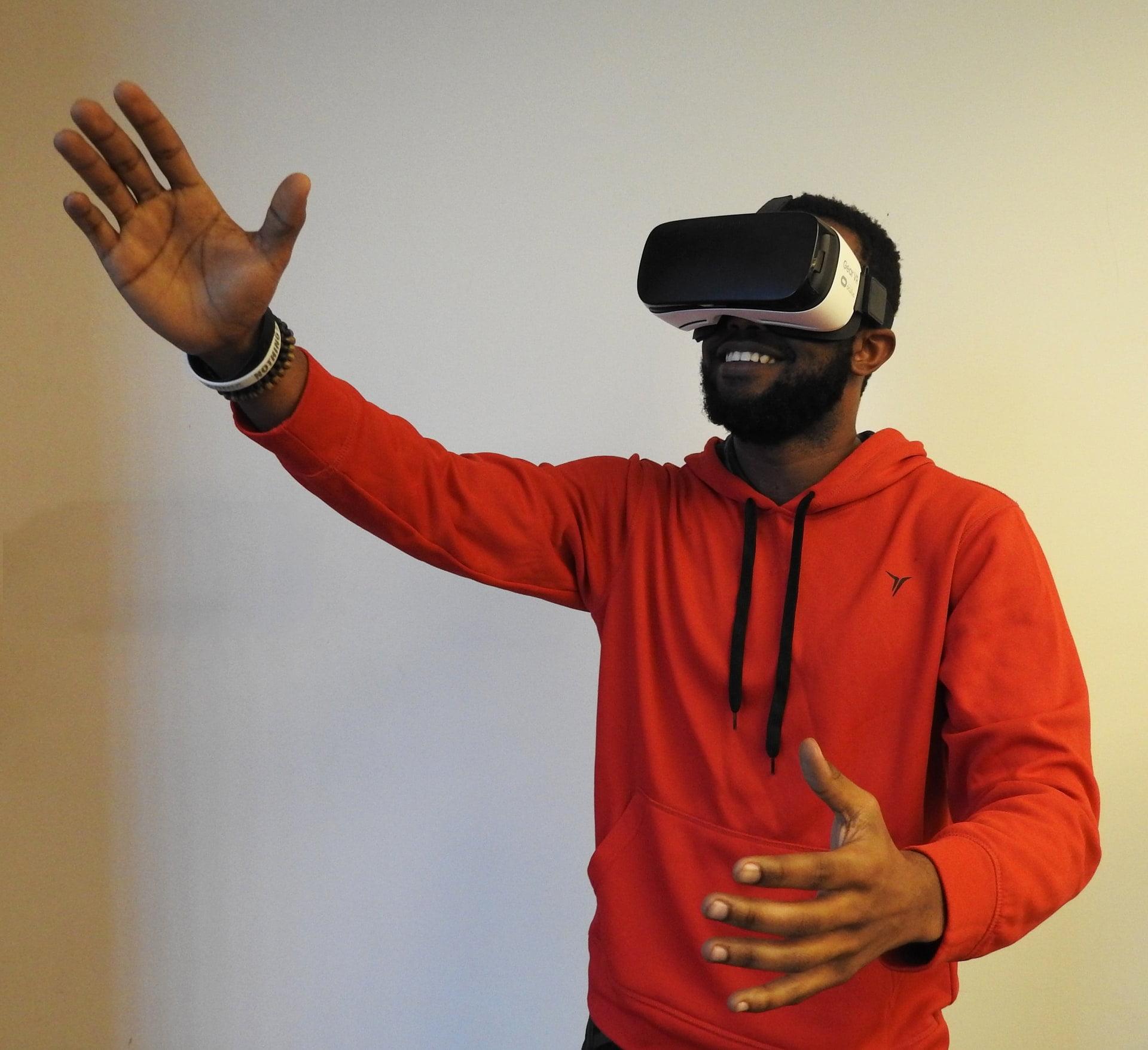 VR віртуальна реальність Джерело: Hammer & Tusk/Unsplash