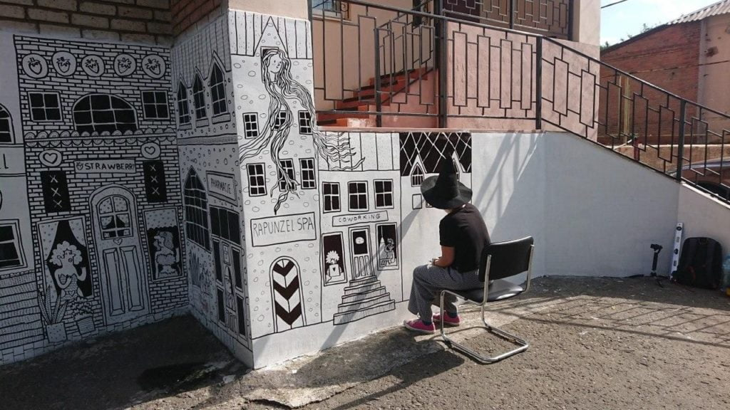 Who paints murals in Bakhmut: a conversation with the artist Masha Vyshedska